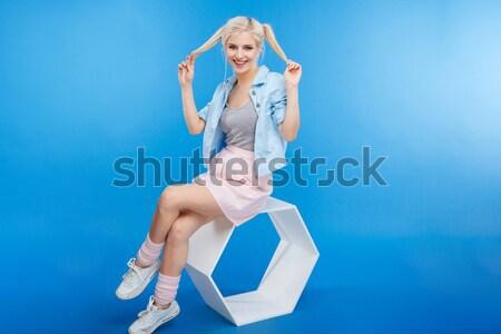 Verwonderd jonge vrouw magie stick vergadering benen gekruist Stockfoto © deandrobot