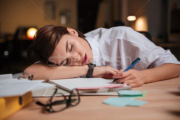 Cansado agotado jóvenes mujer de negocios dormir oficina Foto stock © deandrobot