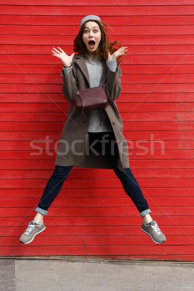 Tam uzunlukta genç kadın atlama kırmızı Stok fotoğraf © deandrobot