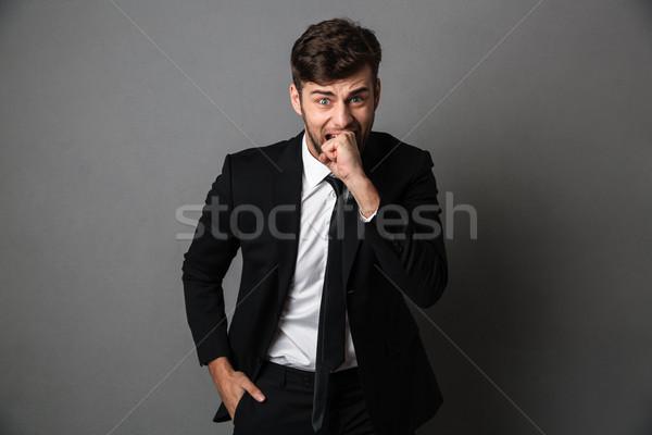 Primer plano retrato miedo hombre traje negro puno Foto stock © deandrobot