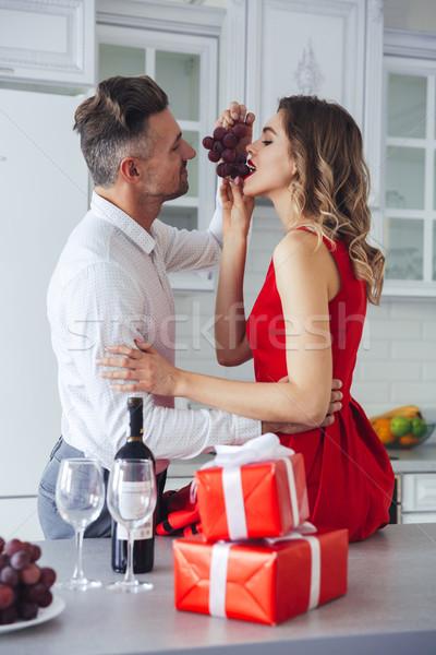 Portré szerető romantikus okos pár eszik Stock fotó © deandrobot