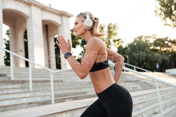 удивительный сильный молодые спортивных женщину работает Сток-фото © deandrobot
