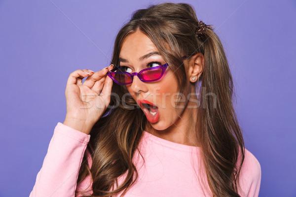Porträt überrascht Mädchen Sweatshirt Sonnenbrillen Stock foto © deandrobot