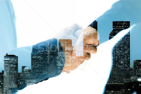 Dobrar exposição aperto de mão cidade negócio reunião Foto stock © deandrobot