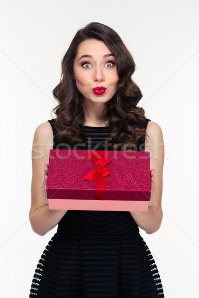 Meglepődött nő smink retró stílus tart ajándék doboz Stock fotó © deandrobot