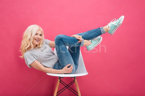 Frau Sitzung Stuhl angehoben Beine lächelnd Stock foto © deandrobot