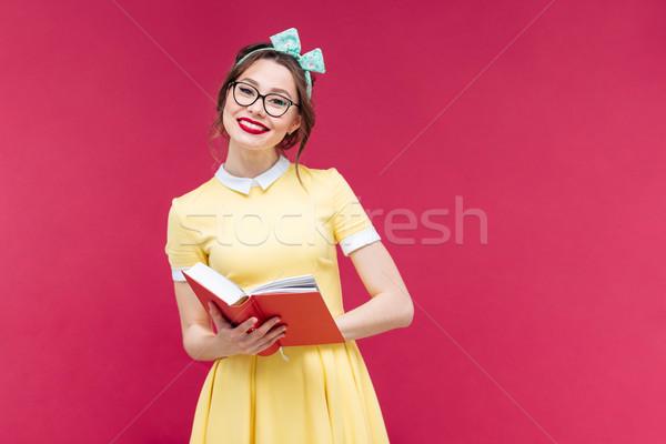 Szczęśliwy pinup dziewczyna okulary czytania książki Zdjęcia stock © deandrobot