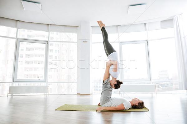 Pár gyakorol jóga zöld stúdió együtt Stock fotó © deandrobot