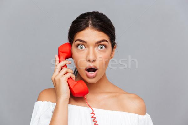 Maravilhado mulher falante telefone tubo Foto stock © deandrobot