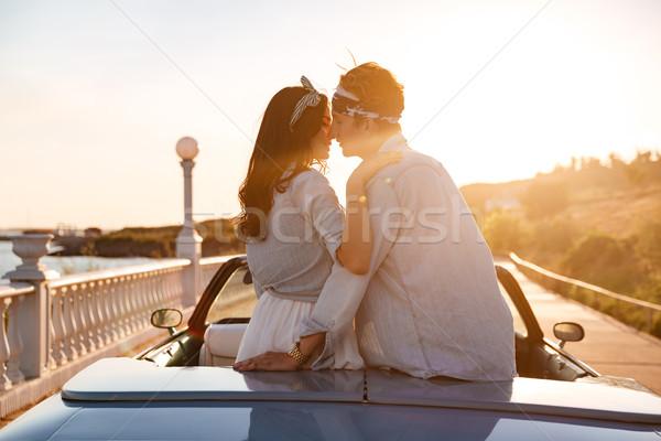 Para posiedzenia całując samochodu wygaśnięcia zmysłowy Zdjęcia stock © deandrobot