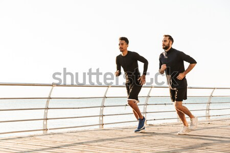 Glimlachend paar schoenveters buitenshuis top Stockfoto © deandrobot