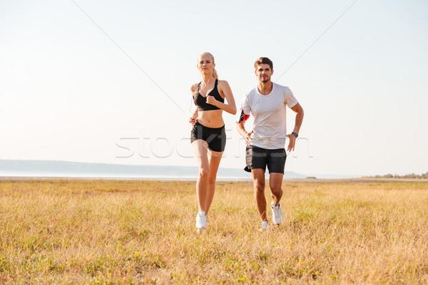 Souriant sport couple courir extérieur ensemble Photo stock © deandrobot