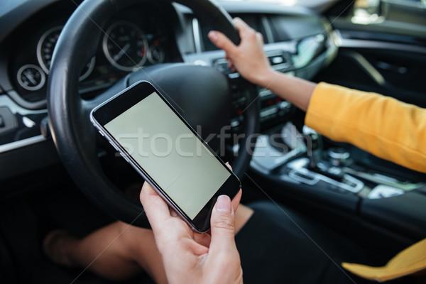 Fahrer Touchscreen Smartphone Hand halten Stock foto © deandrobot