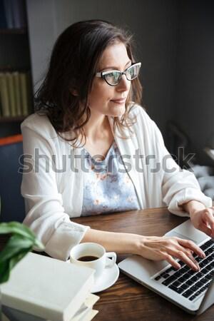 Mulher madura trabalhando laptop copo chá retrato Foto stock © deandrobot