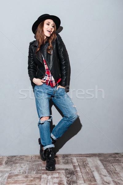 Retrato sombrero chaqueta de cuero posando Foto stock © deandrobot