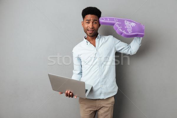 Frustrado confuso africano homem computador portátil Foto stock © deandrobot