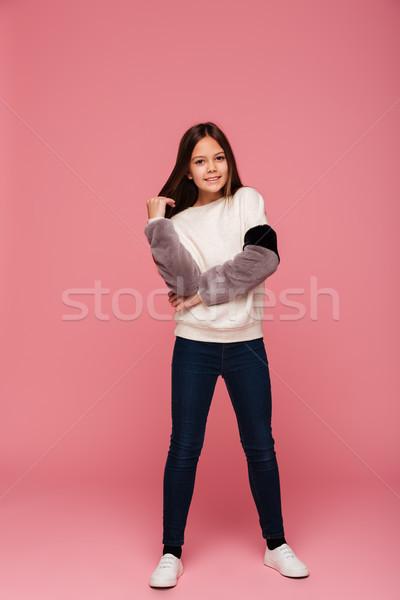 Shot meisje poseren geïsoleerd glimlachend Stockfoto © deandrobot