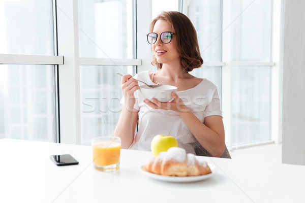 молодые красивая женщина еды фотография Сток-фото © deandrobot
