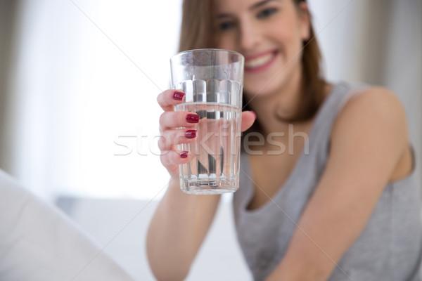 Portret szczęśliwy kobieta szkła wody Zdjęcia stock © deandrobot