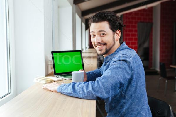 Stock fotó: Boldog · férfi · iszik · kávé · iroda · néz
