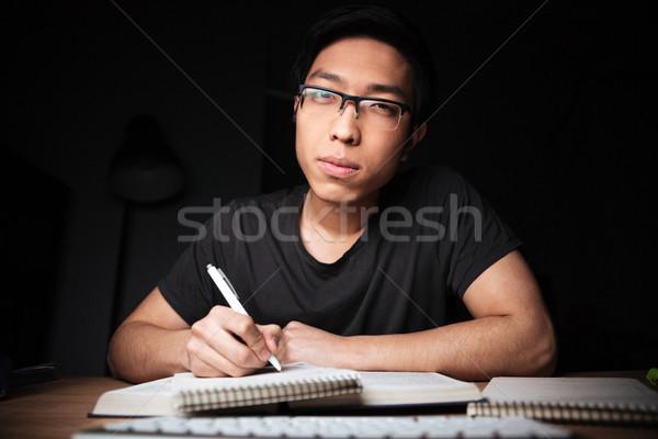 Aburrido grave hombre gafas aprendizaje escrito Foto stock © deandrobot