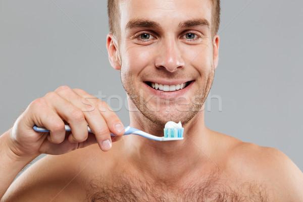 Glimlachend man tandenborstel tandpasta schoonmaken Stockfoto © deandrobot