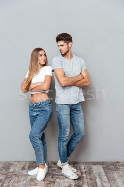 Foto brigar bonitinho casal contato com os olhos suporte Foto stock © deandrobot