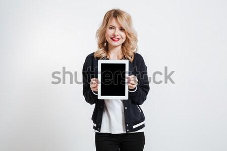 Fiatal hölgy mutat kirakat táblagép kamerába Stock fotó © deandrobot