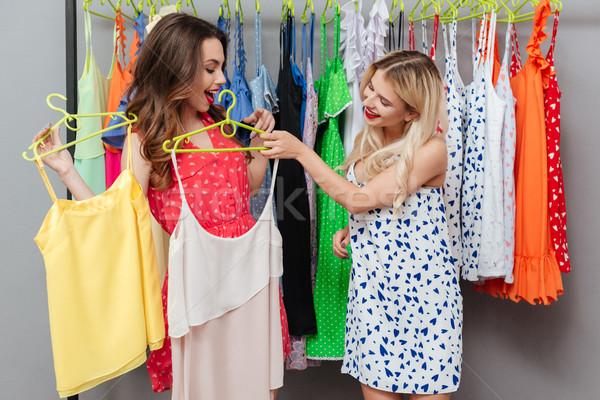 Femmes meilleur robe deux jeunes Photo stock © deandrobot