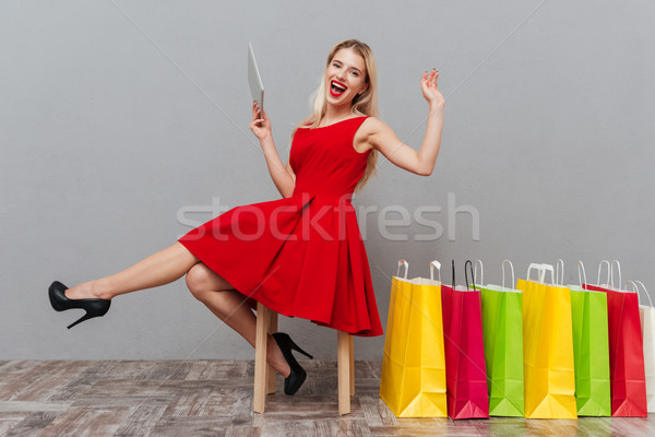 Nő laptop nevet lövés szőke nő derűs Stock fotó © deandrobot