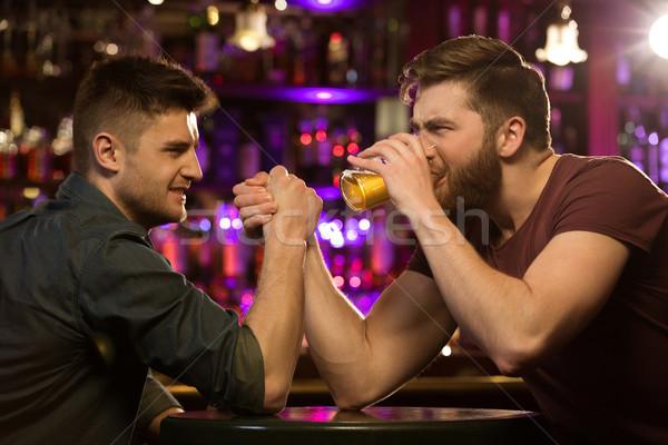 2 友達 飲料 ビール パブ ストックフォト © deandrobot