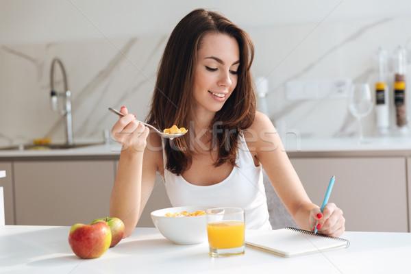 魅力的な 健康 女性 食べ 穀物 ストックフォト © deandrobot