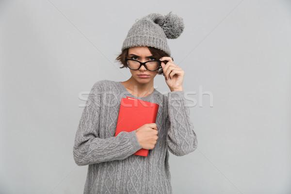 Komoly koncentrált nő tart könyv fotó Stock fotó © deandrobot