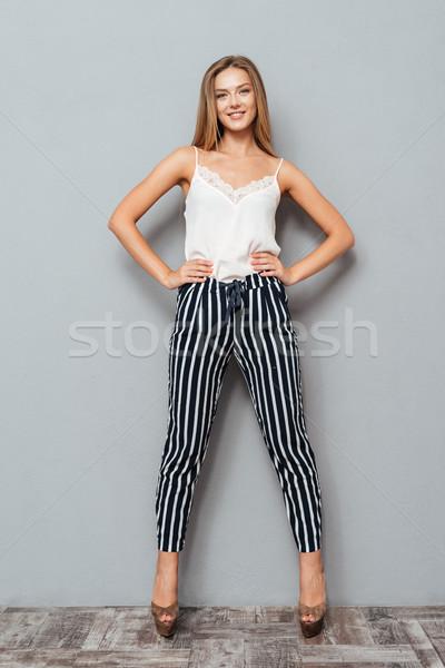 Portret meisje armen heupen Stockfoto © deandrobot