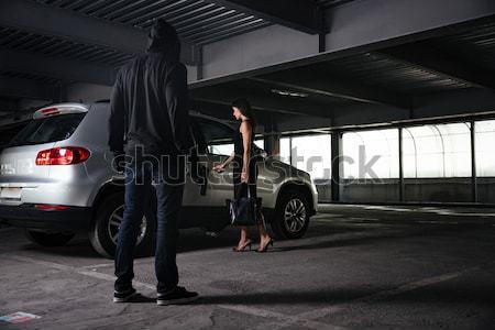 Bűnöző férfi tart fegyver kötél autó Stock fotó © deandrobot