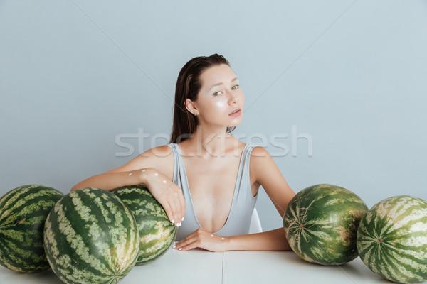 Aantrekkelijk jonge vrouw vers model vruchten schoonheid Stockfoto © deandrobot
