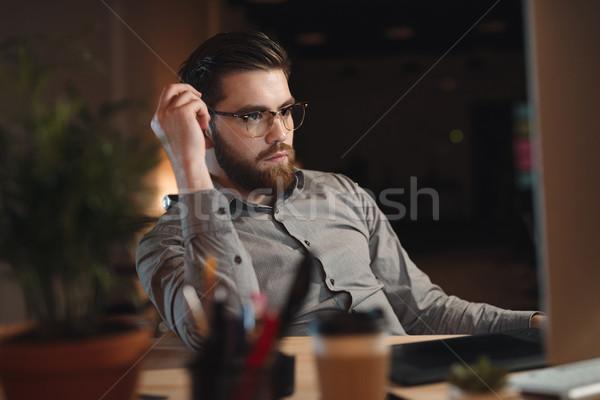 Koncentrált szakállas designer dolgozik számítógép kép Stock fotó © deandrobot