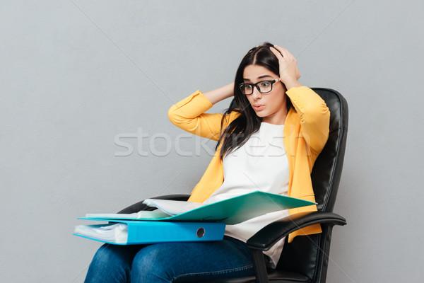 путать женщину сидят офисные кресла глядя Сток-фото © deandrobot