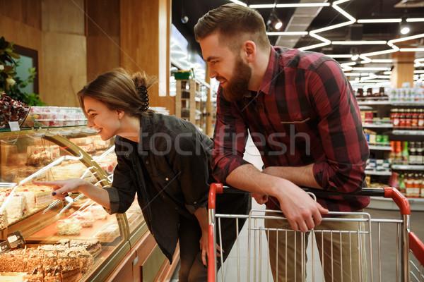 Fiatal szerető pár áll áruház választ Stock fotó © deandrobot