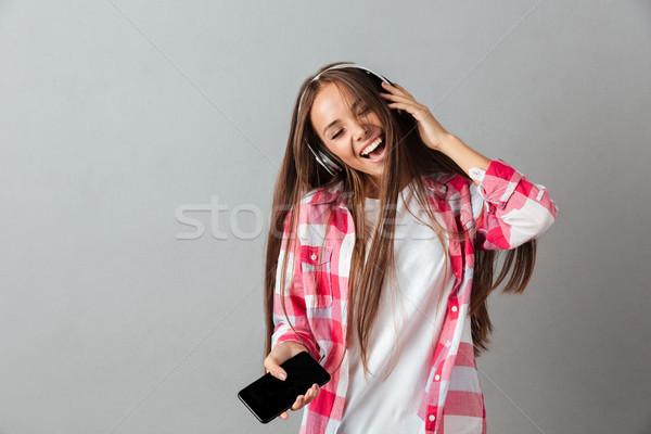 Stok fotoğraf: Güzel · genç · kadın · kulaklık · şarkı · söyleme · gözleri · kapalı