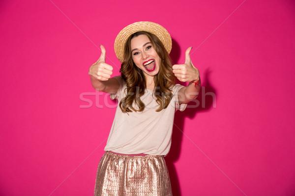 Izgatott fiatal nő kalap mutat remek kézmozdulat Stock fotó © deandrobot