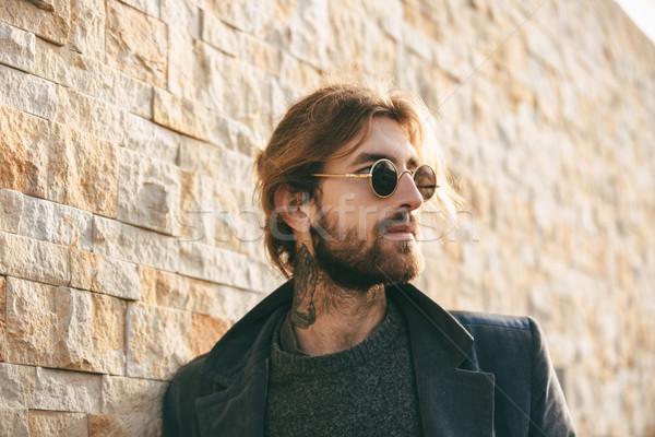 Porträt stylish bärtigen Mann tragen Stock foto © deandrobot