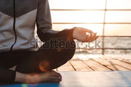 Ver de volta jovem meditando sessão fitness água Foto stock © deandrobot