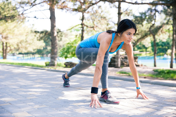 Фитнес-женщины Runner начала положение Открытый женщину Сток-фото © deandrobot