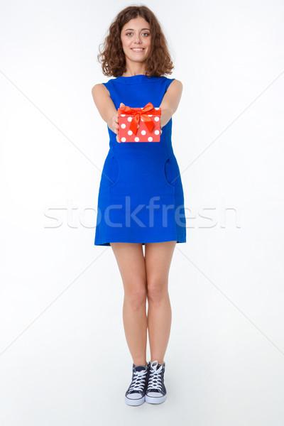 Mujer sonriente vestido caja de regalo retrato Foto stock © deandrobot
