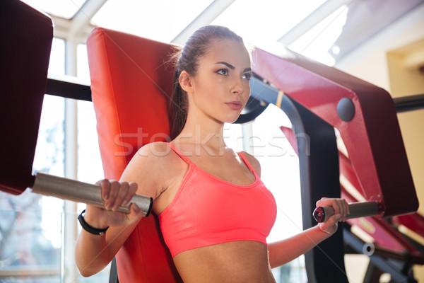 濃縮された 美しい 若い女性 選手 訓練 ジム ストックフォト © deandrobot