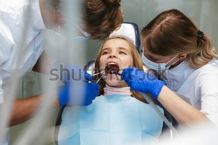Dentiste dents peu garçon mère Photo stock © deandrobot