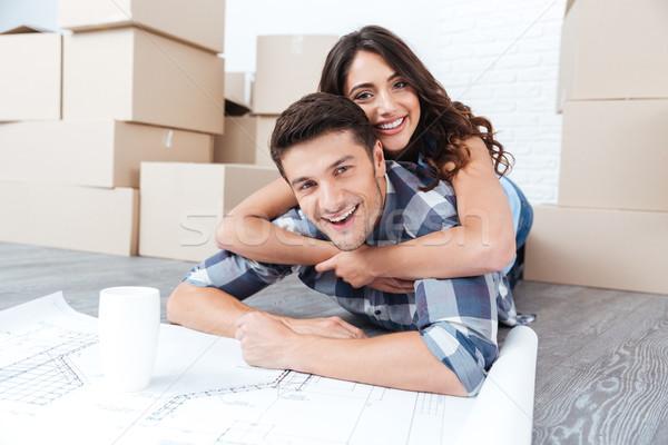 Boldog pár néz új ház tervrajzok derűs Stock fotó © deandrobot