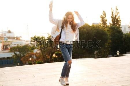 Lány napszemüveg piros fürdőruha tart öreg Stock fotó © deandrobot