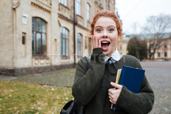 Kobieta student książek na zewnątrz uczelni Zdjęcia stock © deandrobot